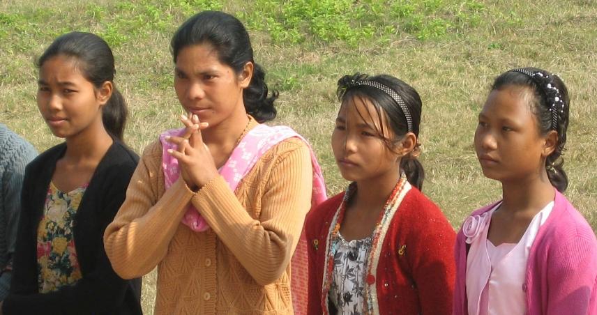 RIMRANGPARA (Meghalaya) - Escola e Posto de Saúde