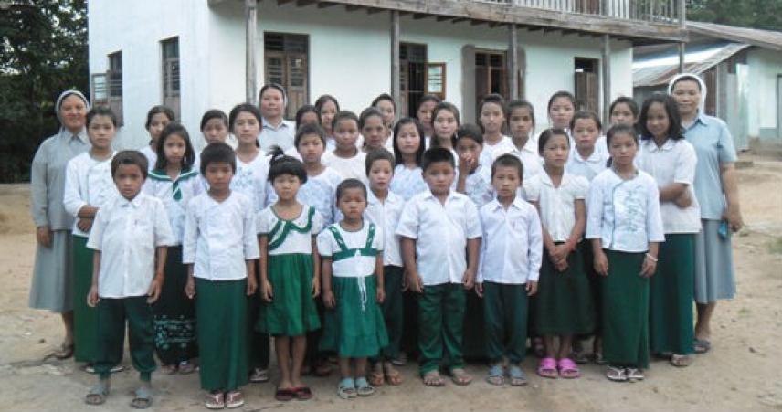 Moung Khat - Internato – alfabetização.